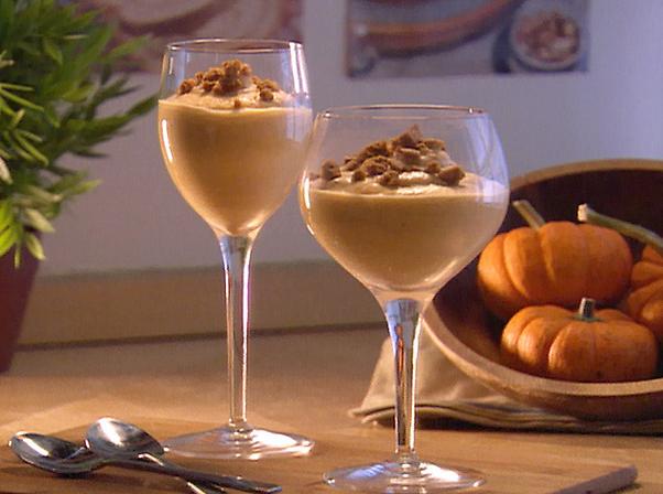 Pumpkin pie mousse in wine glasses